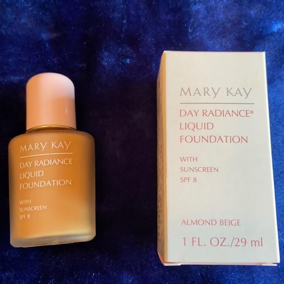 Mary Kay Radiance Foundation Almond Beige 6330